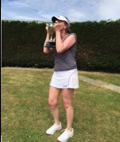 Louise celebrates Ladies Singles win 2017